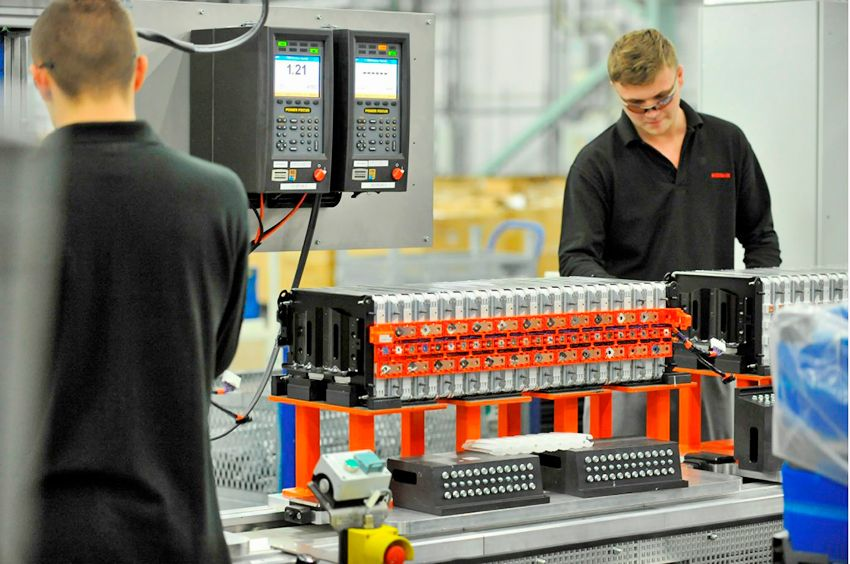 lithium-ion-cell-and-battery-pack-assembly-for-nissan-leaf-electric-car-in-sunderland-u-k-plant_100543634_l.jpg