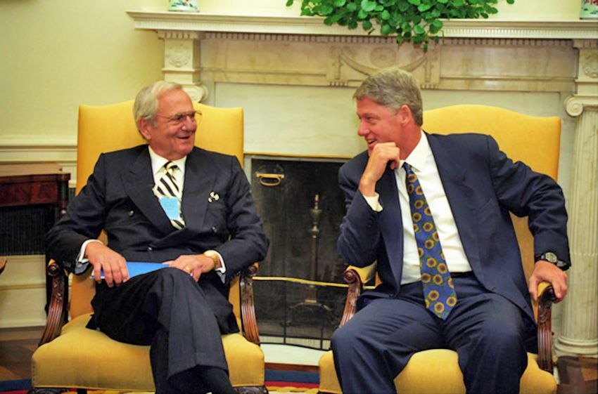 President_Bill_Clinton_meets_with_Lee_Iacocca_in_1993.jpg
