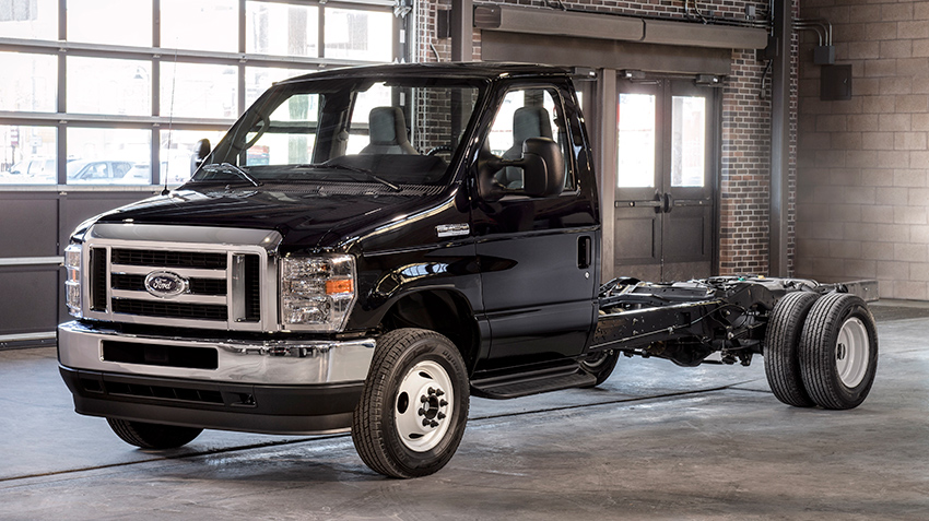 ford_e-450_super_duty_cab_chassis_2021.jpg