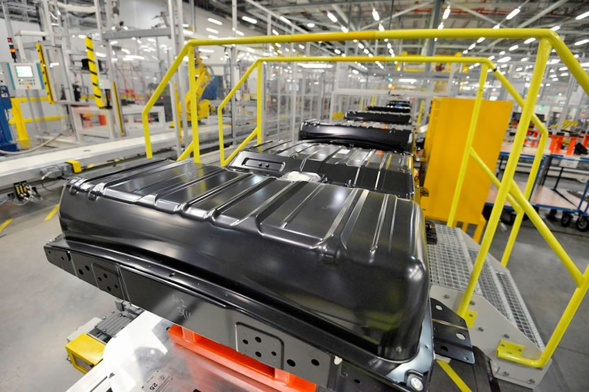 lithium-ion-cell-and-battery-pack-assembly-for-nissan-leaf-electric-car-in-sunderland-u-k-plant_100543636_l.jpg